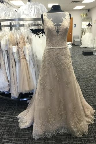 Budget Bridal Outlet   Lace Wedding Gown